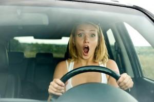 Femme au volant d'une voiture - © Valua Vitaly - Fotolia.com