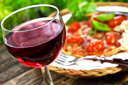 Vin et pizza - © PhotoSG - Fotolia.com