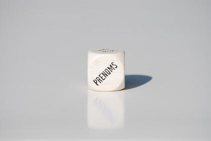 Dé blanc avec prénoms - © SoniaandCo - Fotolia.com